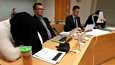 Ampumiseen yllyttämisestä syytetty Jimmy Leinonen, varatuomari Tuukka Tieksola, asianajaja Markus Pöhö ja toinen yllyttämisestä syytetty Harri Hietamäki Rovaniemen hovioikeuden istunnossa 26. helmikuuta.