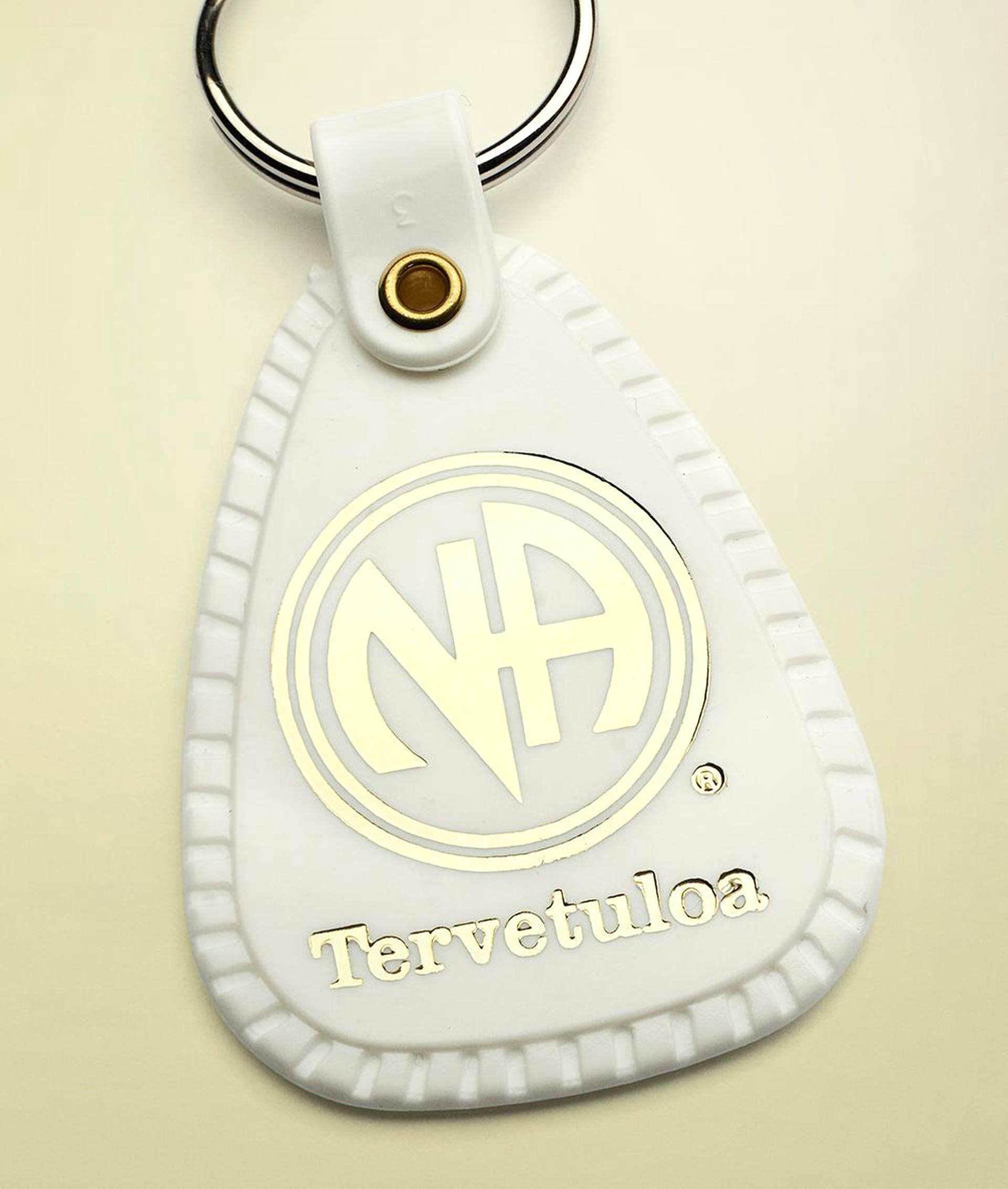 Uusi jäsen saa NA:ssa valkoisen avaimenperän merkiksi siitä, että tänään on puhdas päivä.