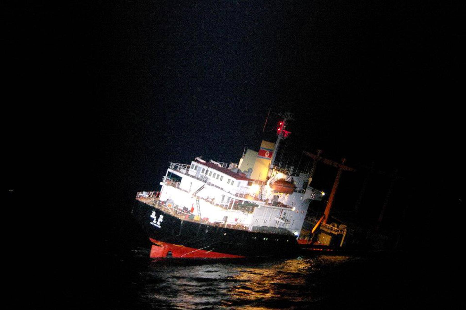 Pohjoiskorealainen rahtialus upposi torstaina lähellä Japanin Kyūshū-pääsaarta. Koko 26 hengen miehistö saatiin pelastettua.