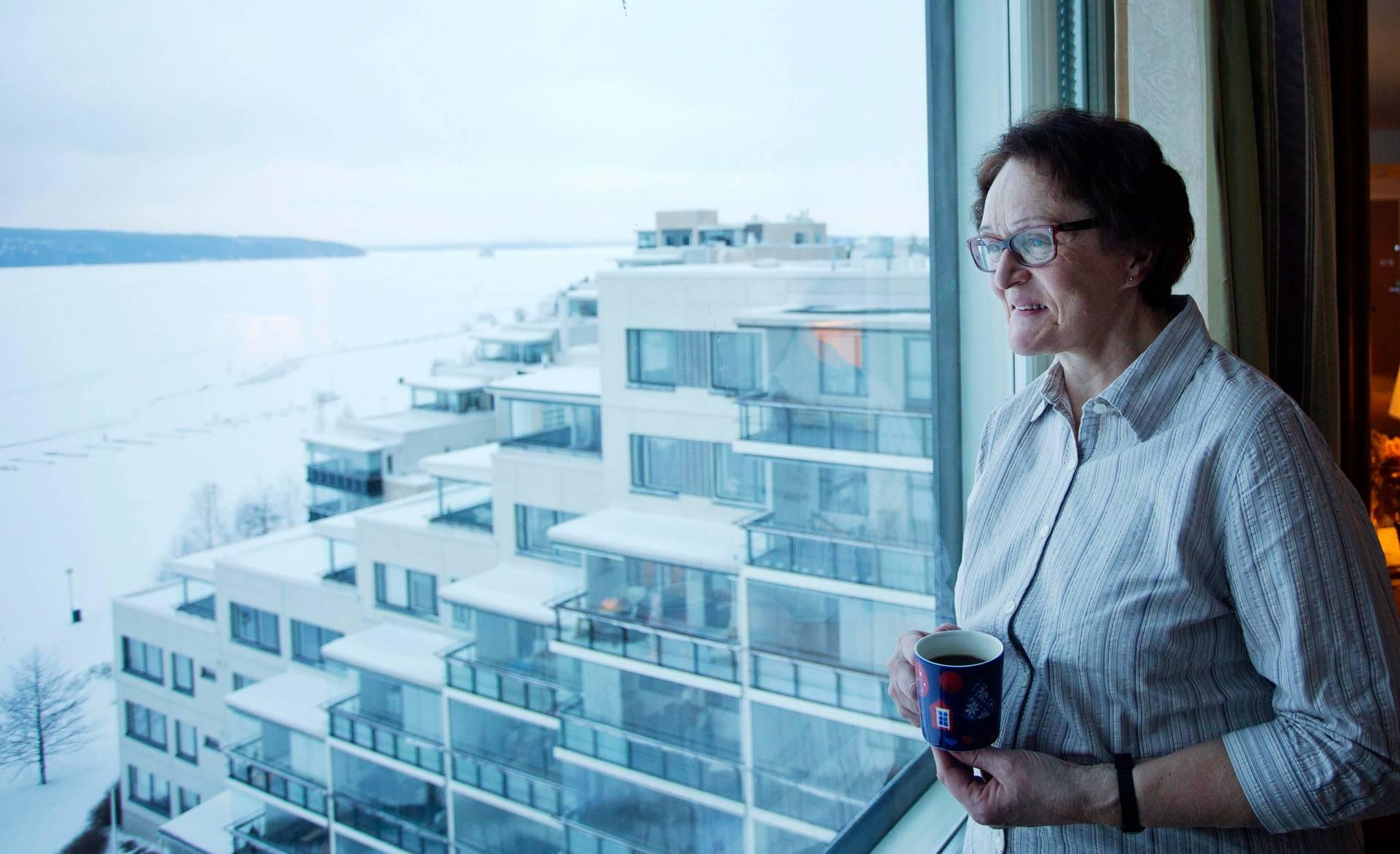 Lahtelainen Riitta Viinanen on usein vasta menossa yöunille, kun hänen miehensä herää kello 5. Viinanen itse herää yhdeksän maissa.