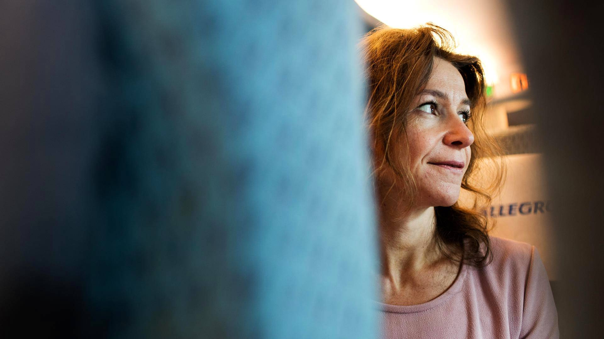 Svetlana Probirskaja on matkustanut Pietarin ja Helsingin väliä 1990-luvulta asti. Hän on huomannut, että matkustajat osaavat nyt kieliä selvästi aiempaa paremmin.