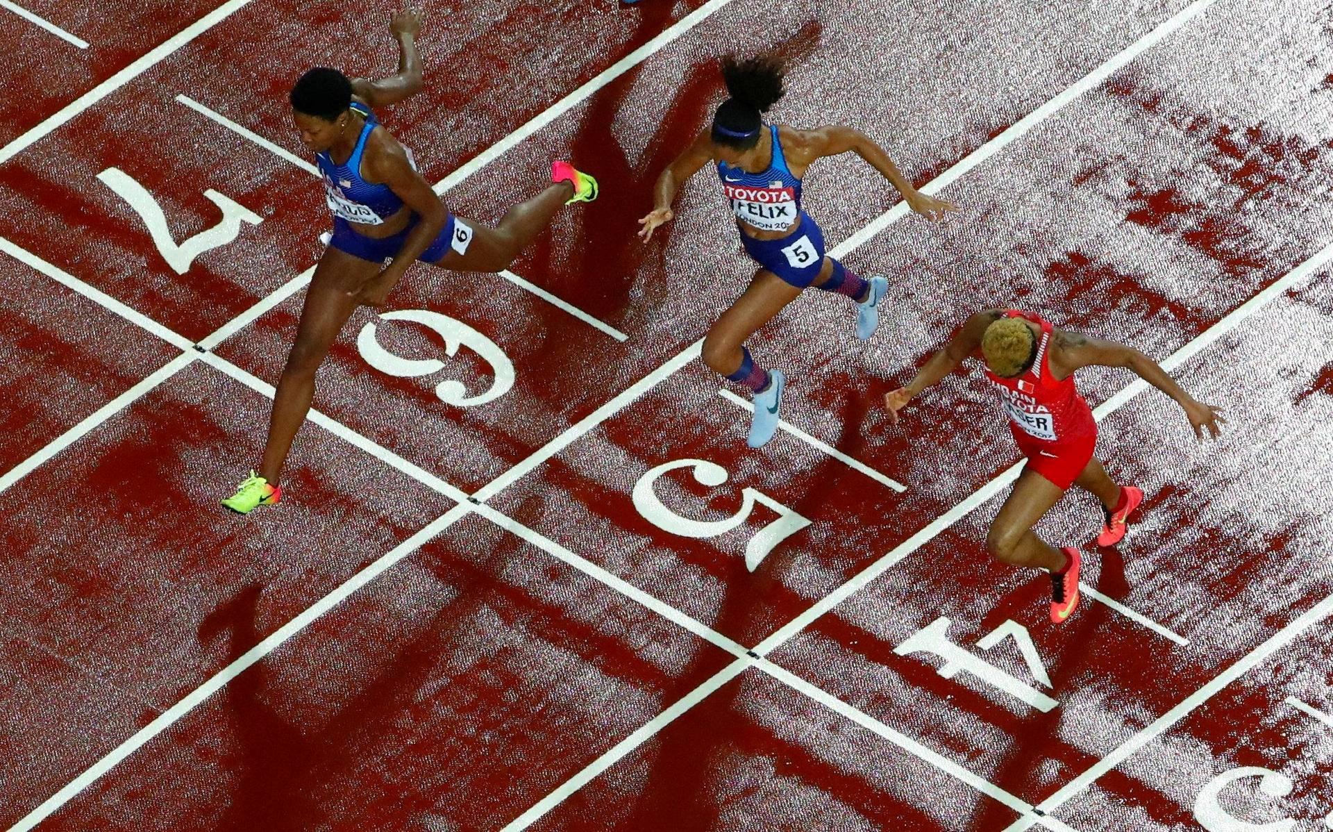 Phyllis Francis syöksyi ensimmäisenä maaliviivan yli naisten 400 metrillä Lontoon yleisurheilun MM-kisoissa.