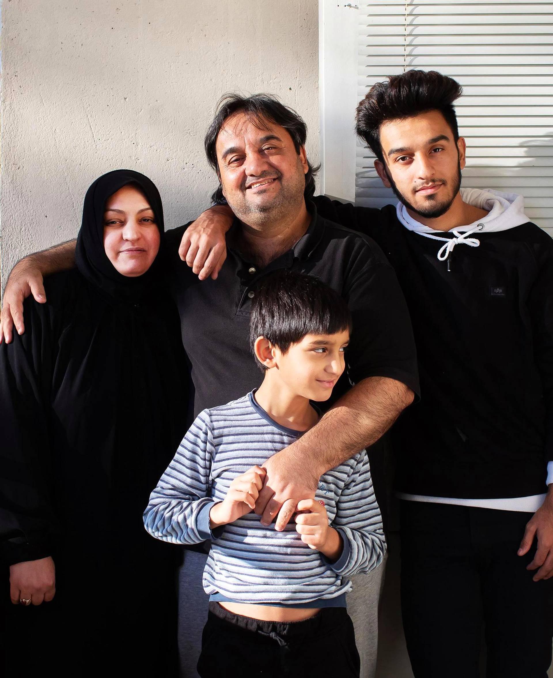 Kielteisen turvapaikkapäätöksen saanut irakilaisperhe oli matkalla lentokentälle, kun poliisi sai puhelun ja käänsi sen jälkeen auton keulan.