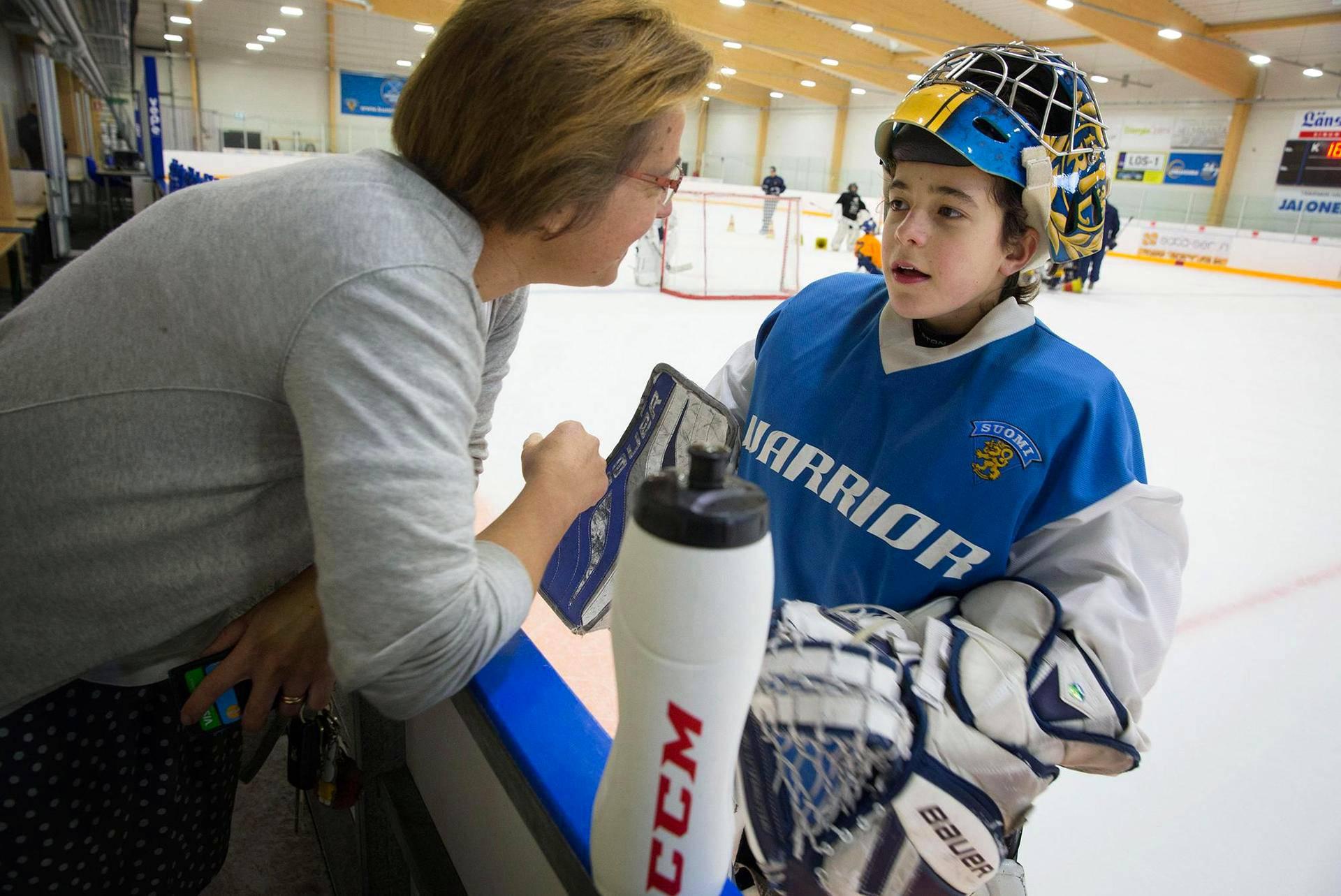 Claire Herpinin mukaan suomalainen koulu ja Rauman Lukko ovat tehneet hänen perheestään suomalaisen. Matthieu eli Matti on joukkueensa maalivahti.
