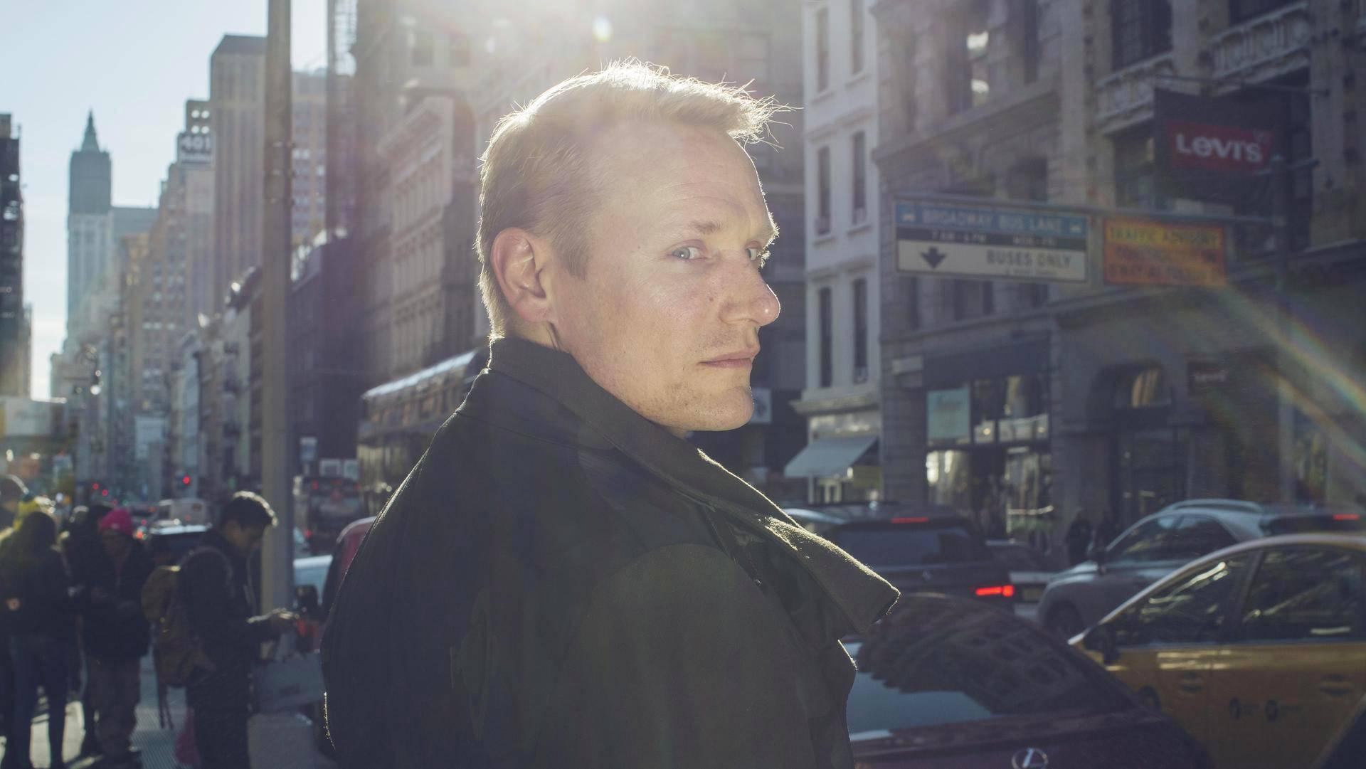 Vaateteollisuudella on valtavia maailmanlaajuisia vaikutuksia, sanoo New Yorkissa asuva muodin tutkija ja professori Timo Rissanen.