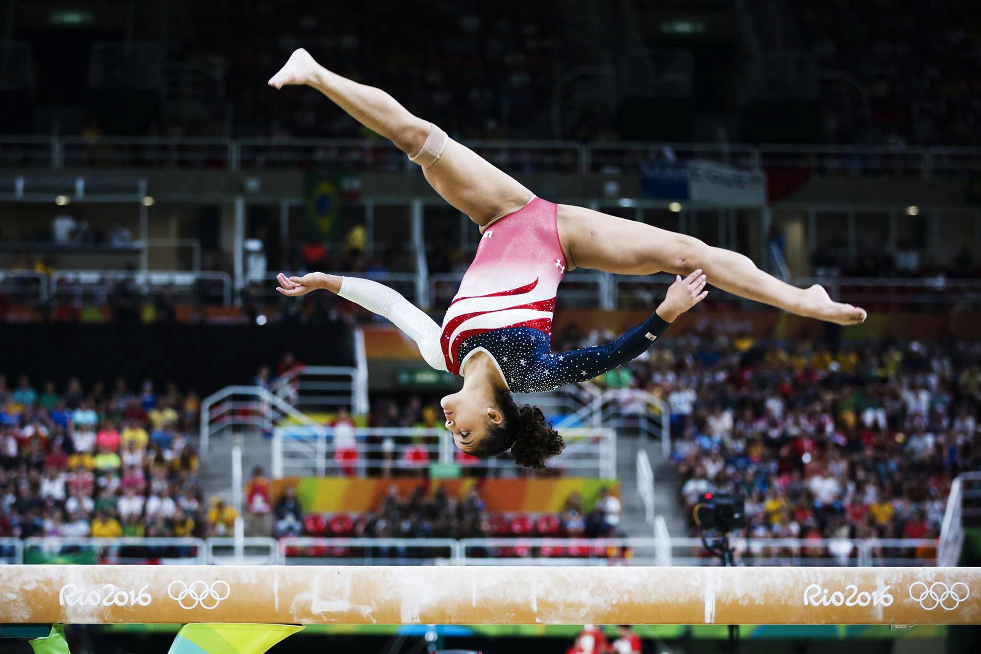 Rion olympialaiset: Naisten joukkuevoimistelussa kultaa otti Yhdysvaltain joukkue. Laurie Hernandez taituroi puomilla.