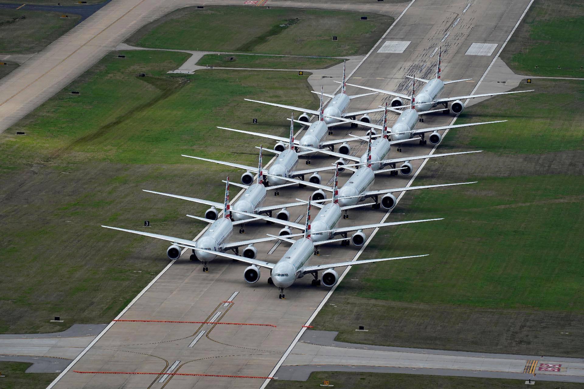American Airlines -yhtiön koneita Oklahomassa Tulsan kansainvälisellä kentällä 23. maaliskuuta.
