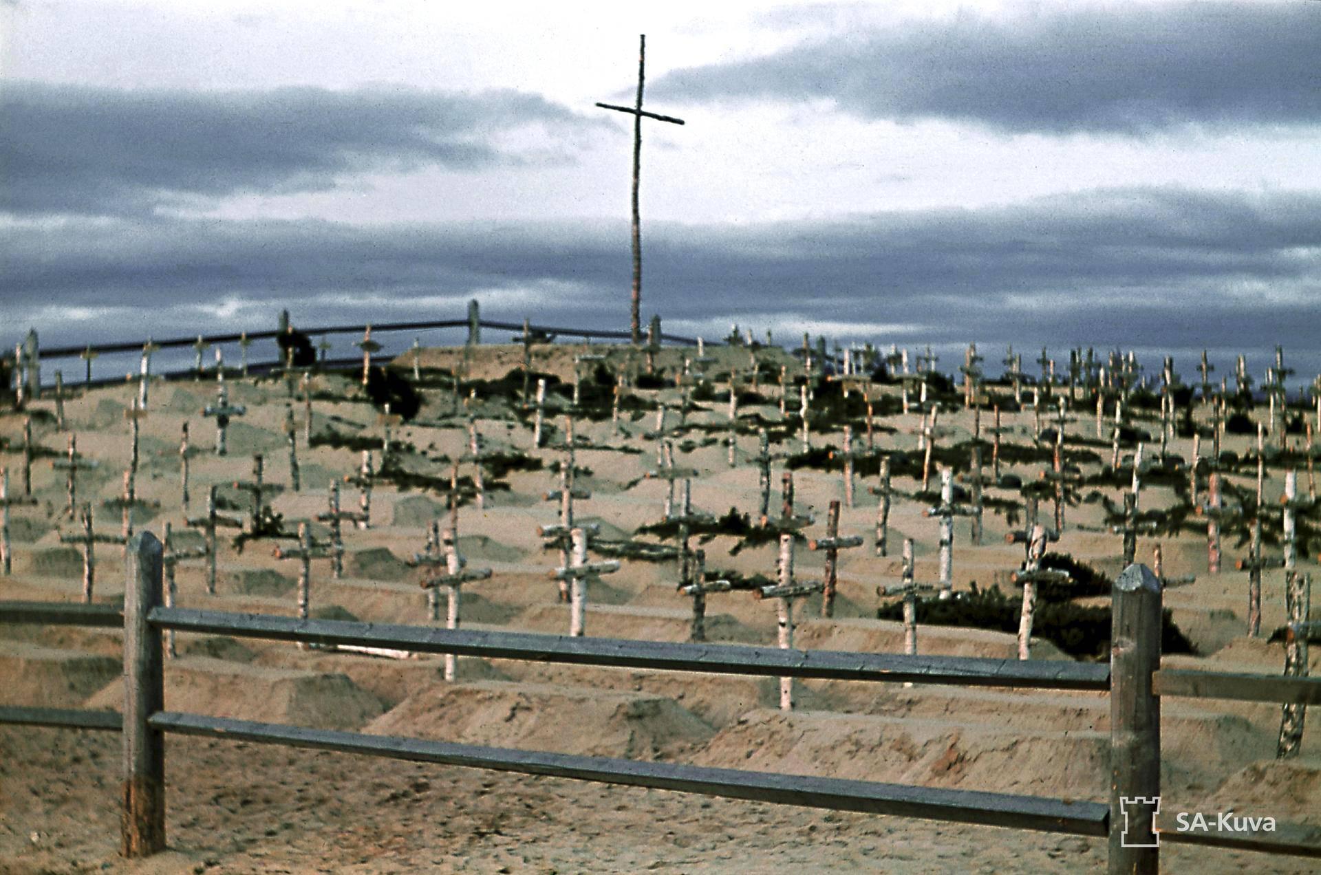 Saksalaisten kenttähauta Alakurtissa lokakuussa 1941.
