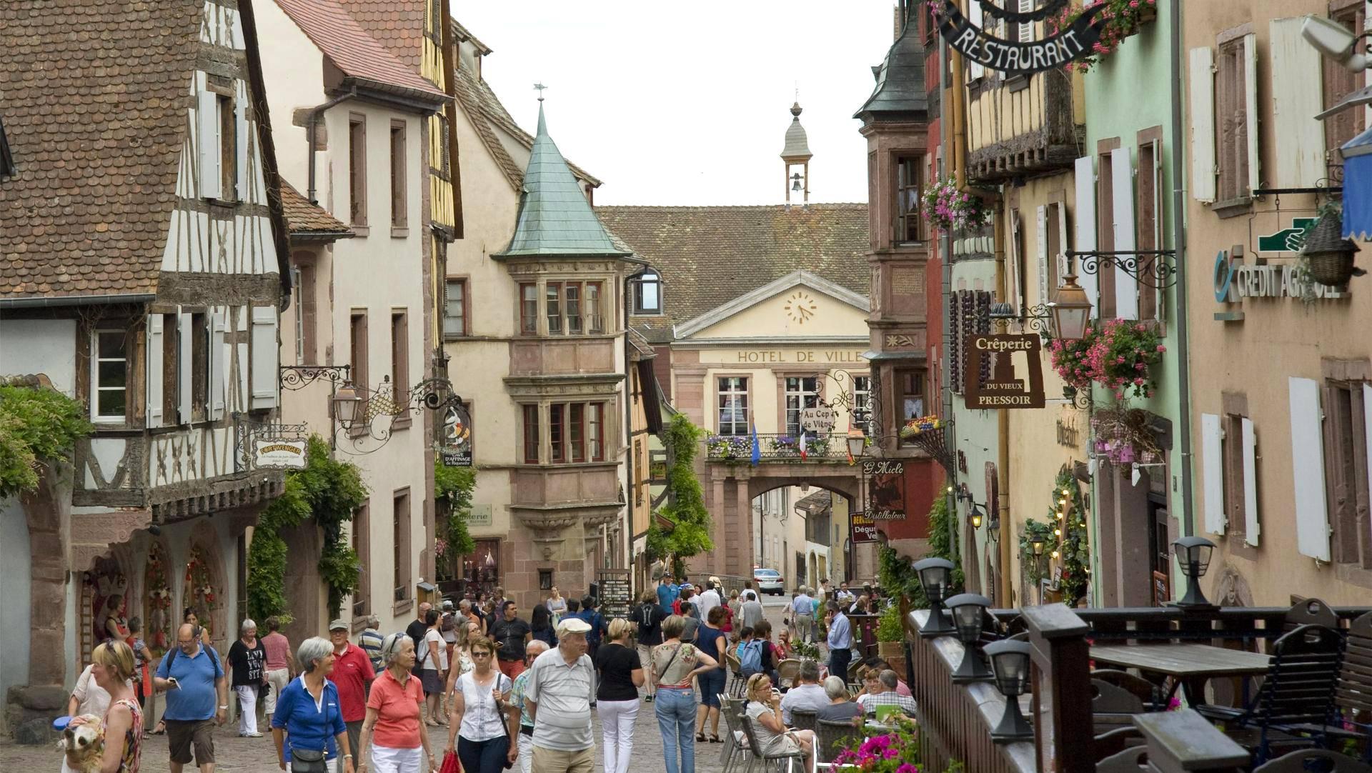 Riquewihr on yksi Alsacen alueen kymmenistä keskiaikaisista kylistä.