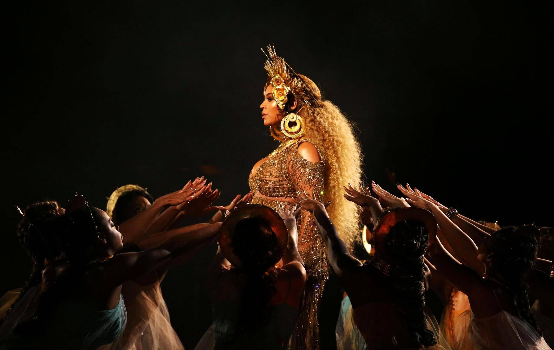 Beyonce esiintyi Grammy-gaalassa Los Angelesissa.