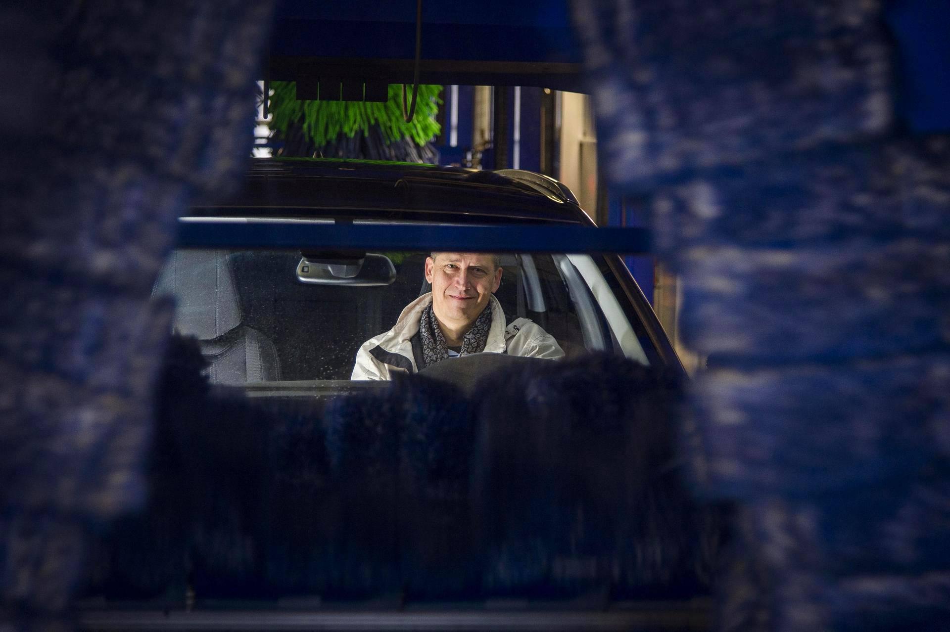 Kari Klossner ajaa jo viidennellä työsuhdeautollaan. Seuraavaksi autokseen hän harkitsee dieselin sijaan ehkä sähköautoa.