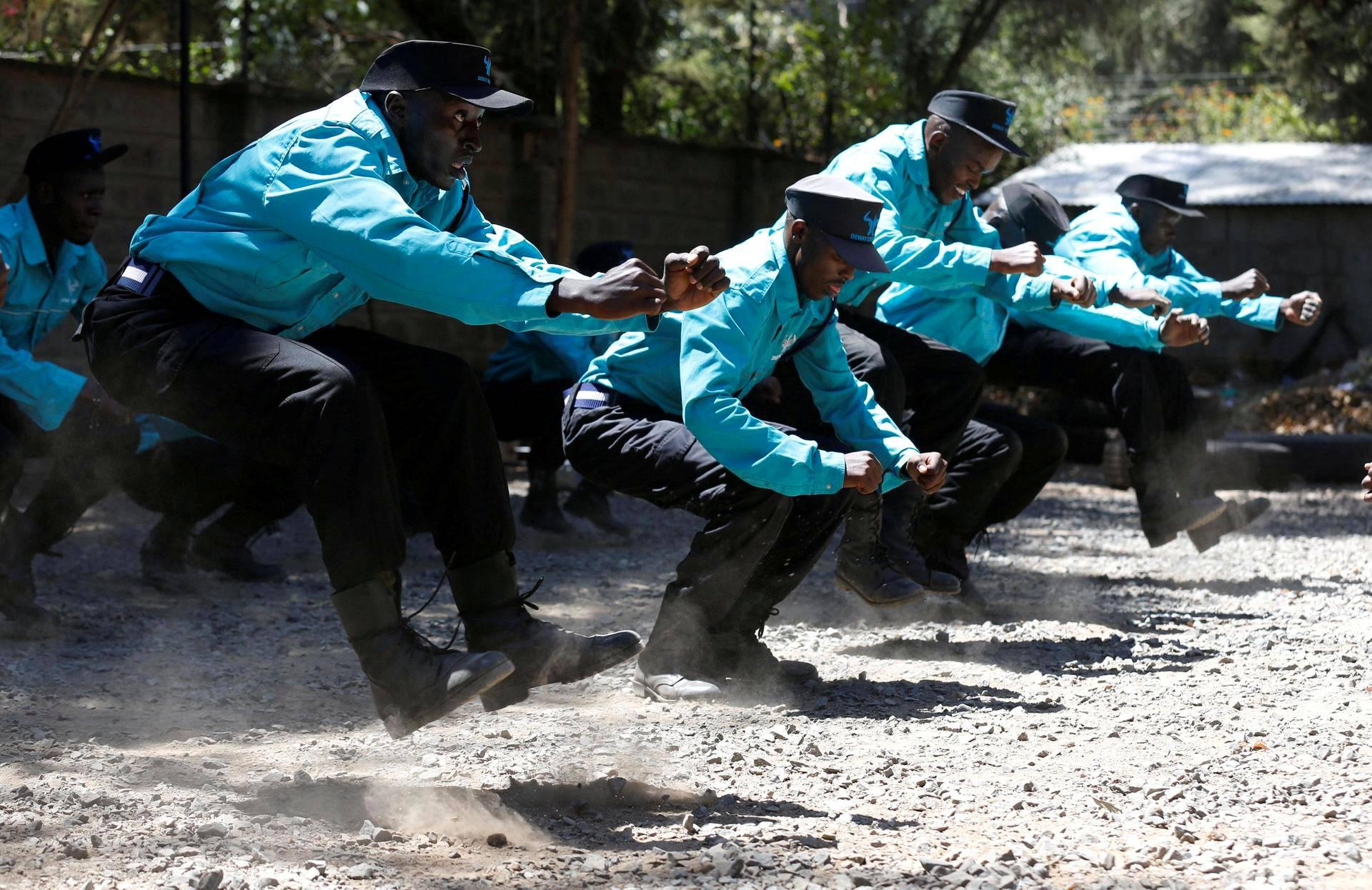 Kenialaiset turvamiehet harjoittelivat Nairobissa.