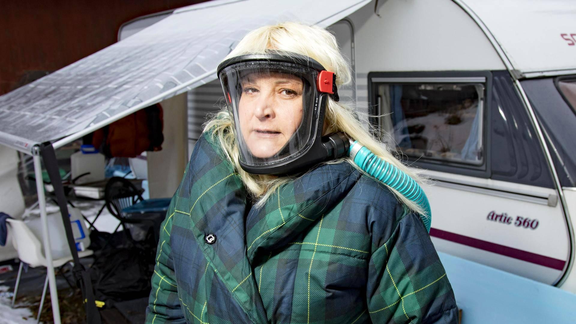 Asuntovaunu oli Mari Vesalan koti ennen kuin puhdistautumismökki valmistui. Kuva on tammikuulta.