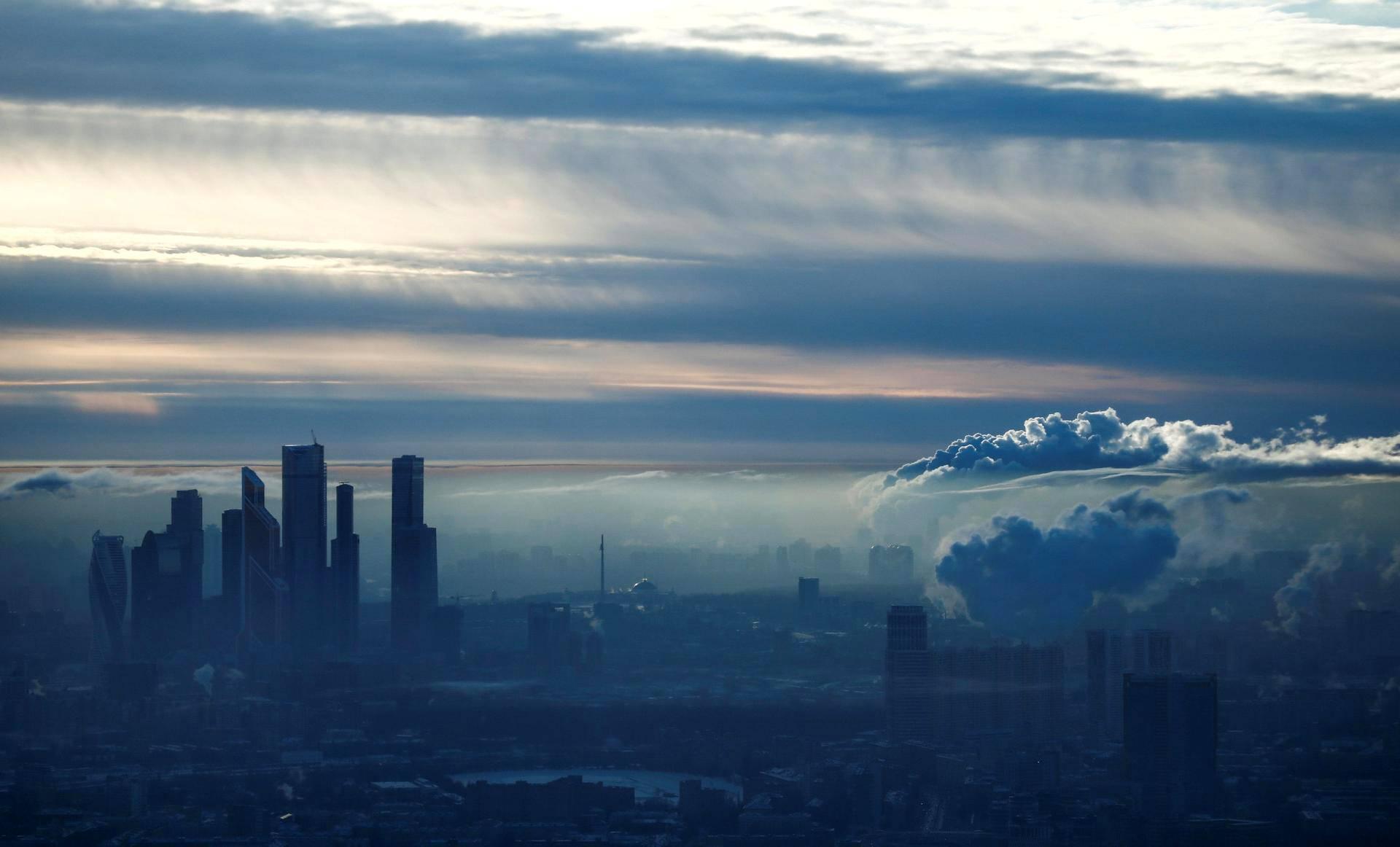 Moskovan pilvenpiirtäjiä pakkassäässä.
