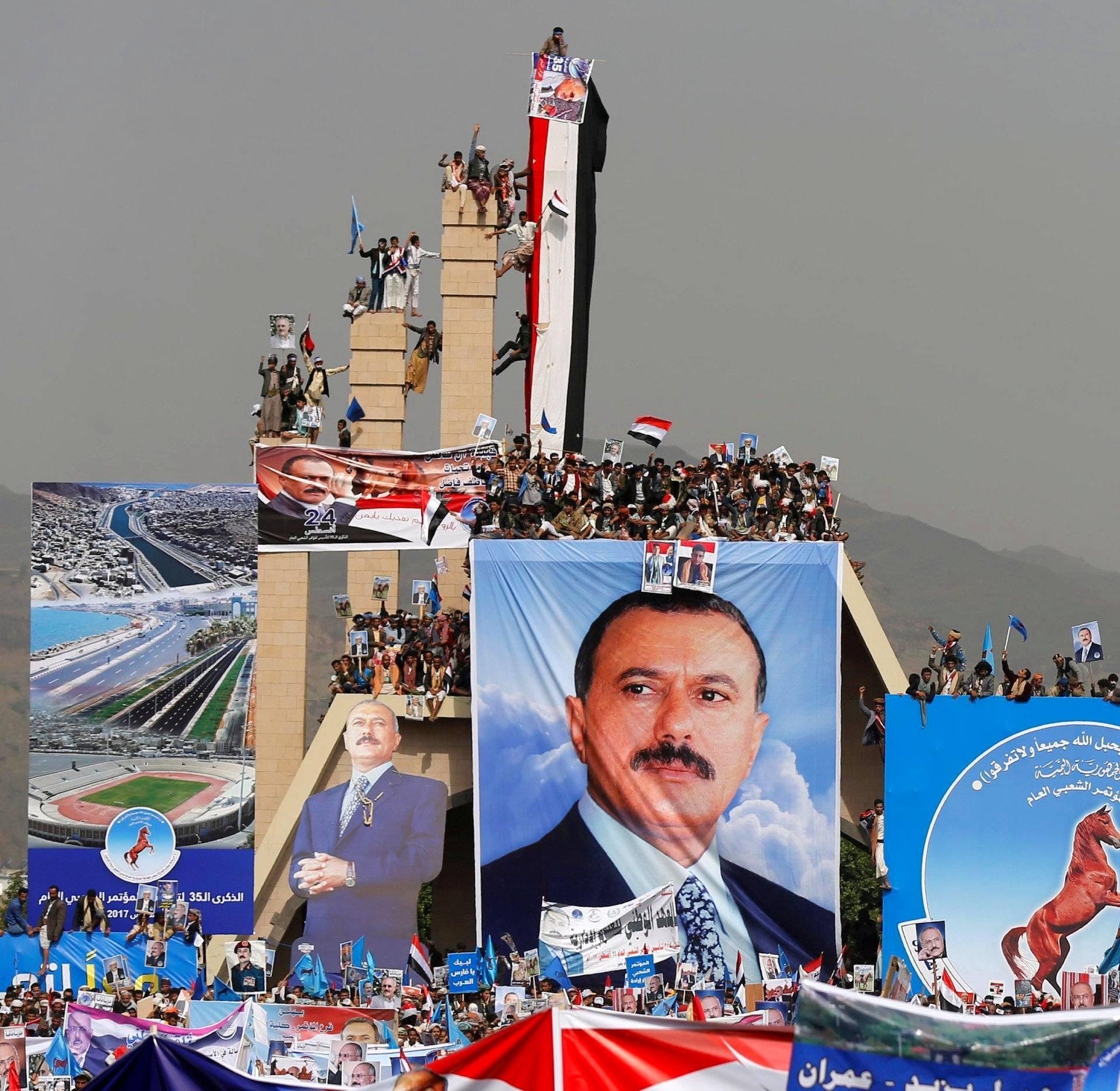 Jemenin entisen presidentin Ali Abdullah Salehin kannattajat osallistuivat Jemenin Sanaassa tapahtumaan, joka juhlisti yleinen kansankongressi -puolueen perustamisen 35:ttä vuosipäivää.