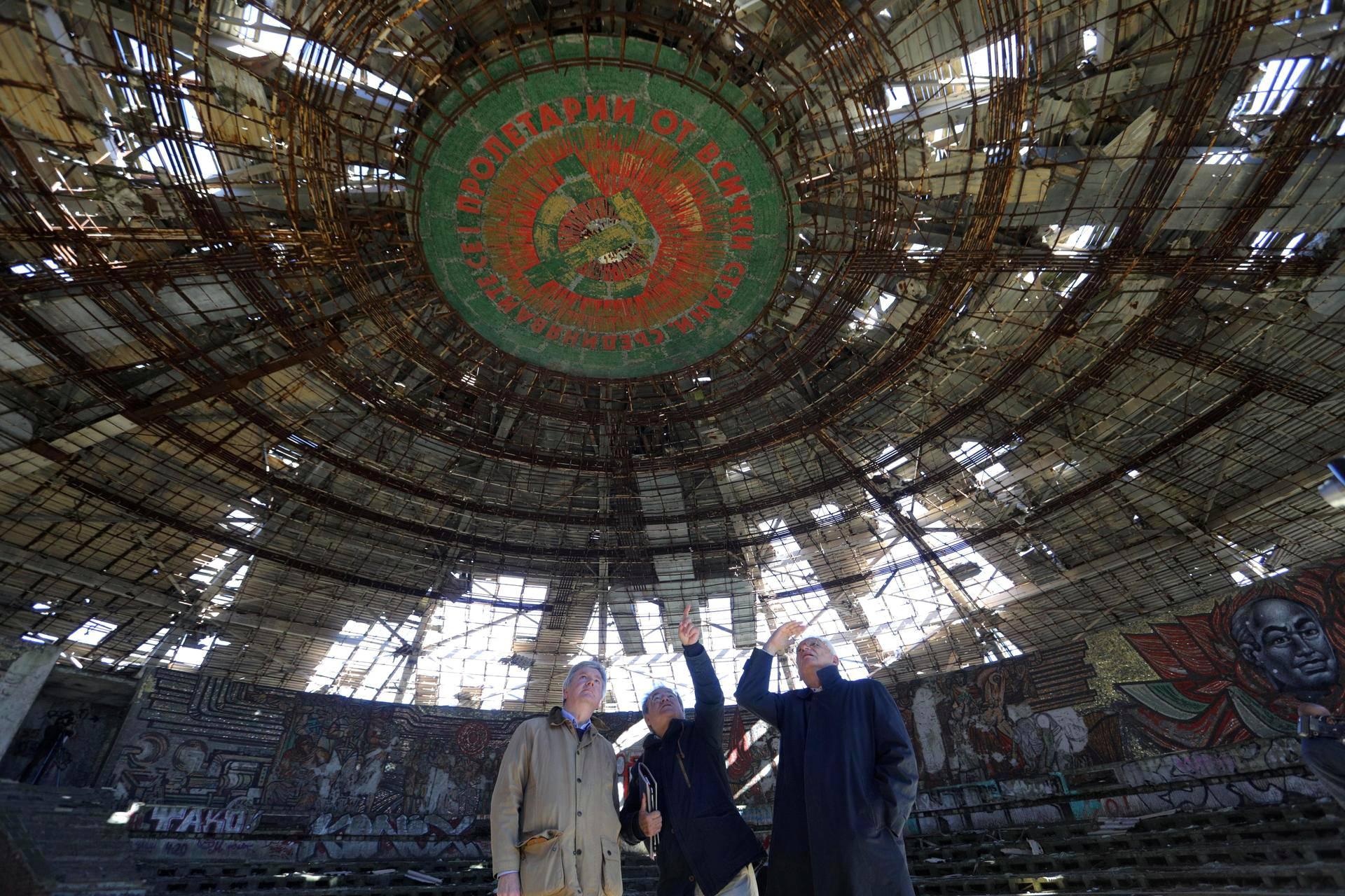 Europa Nostran edustajat tutustuivat Buzludžaan syyskuussa.