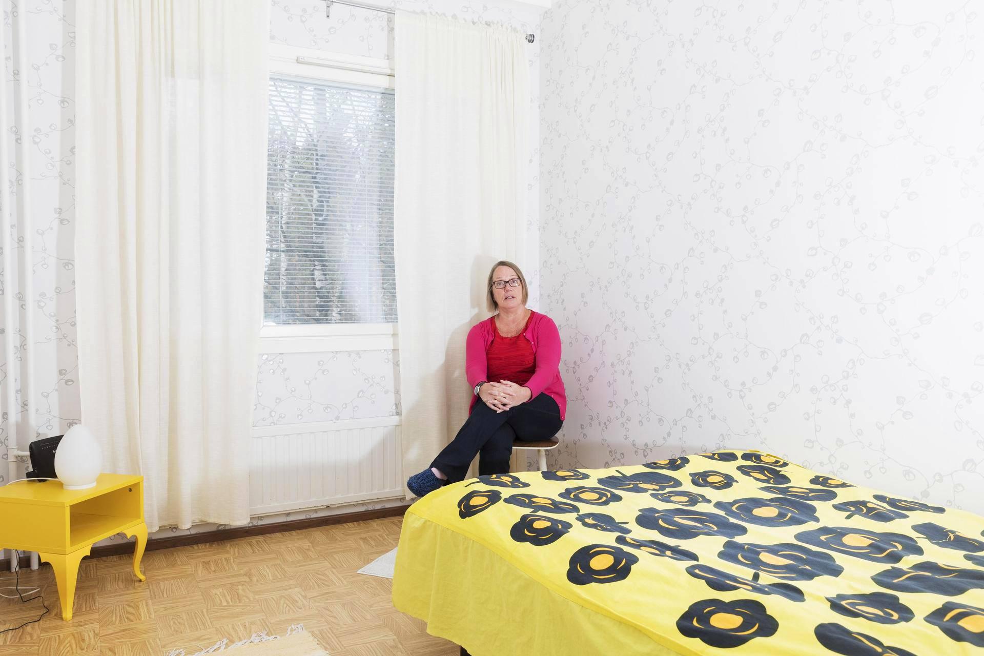 Leila Pohjolainen toivoo, että pian hänen kaikki tavaransa mahtuvat kahteen matkalaukkuun.