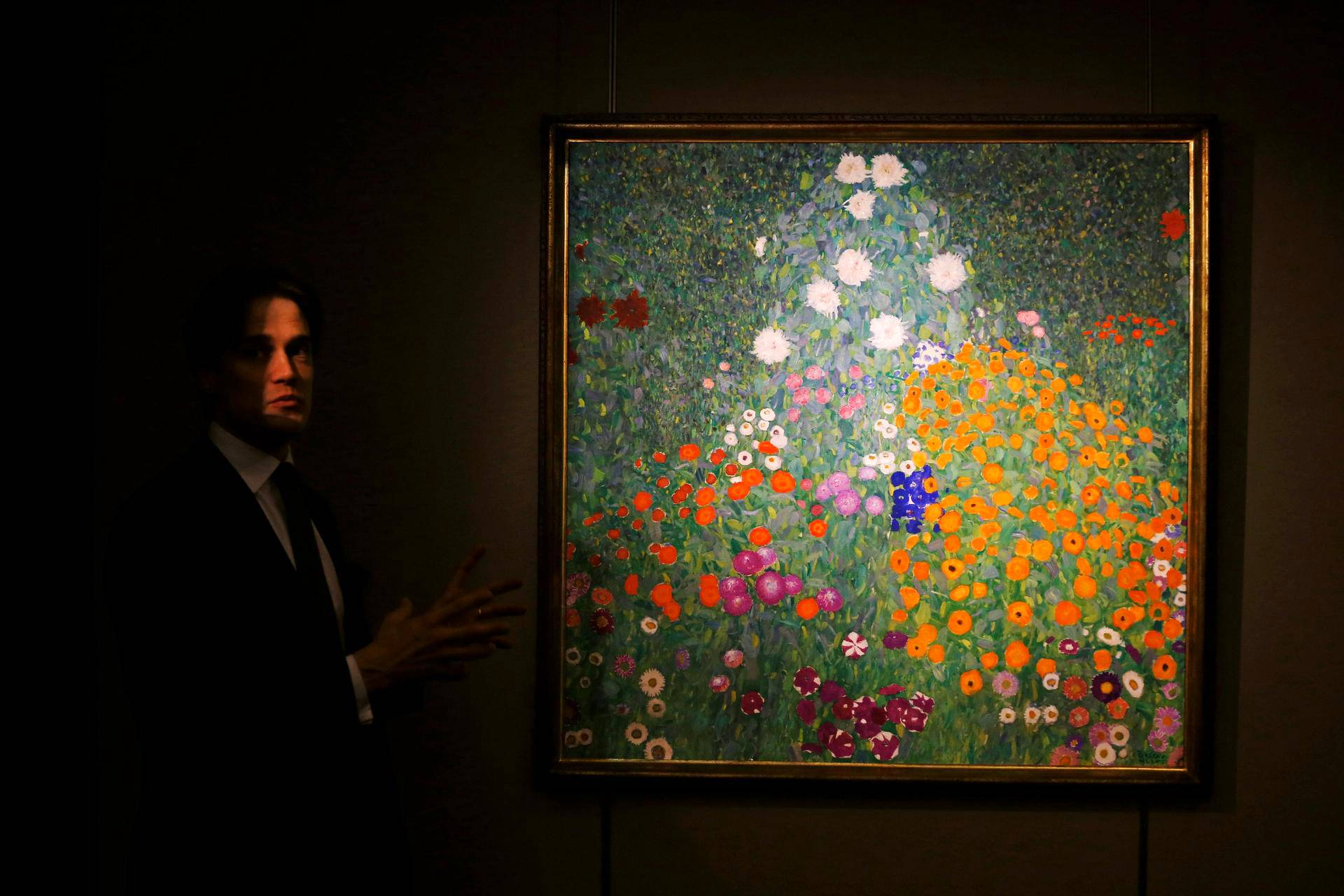 Sothebyn huutokaupan ennakkoesittelyssä Hongkongissa esiteltiin itävaltalaisen Gustav Klimtin maalausta.