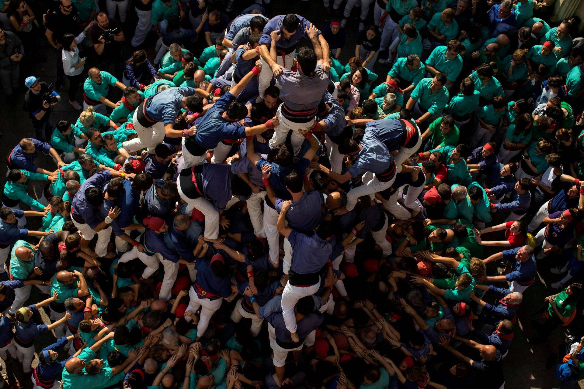 """Barcelonassa muodostettiin ihmispyramidia, """"castellia"""", pyhäinpäivänä keskiviikkona."""