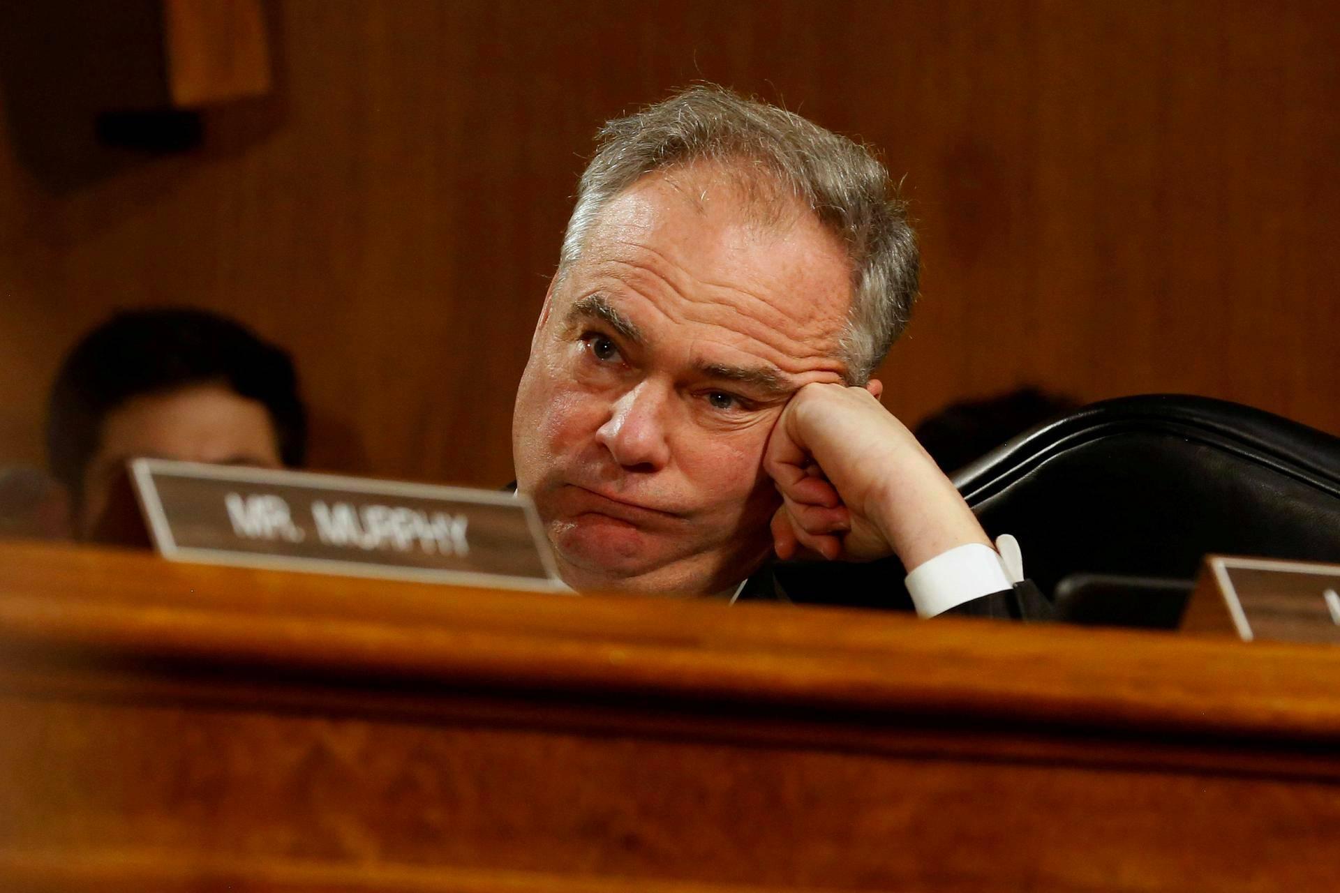 Demokraattisenaattori Tim Kaine seurasi keskustelua, kun Yhdysvaltain tuleva ulkoministeri Rex Tillerson oli keskiviikkona senaatin kuulusteltavana.