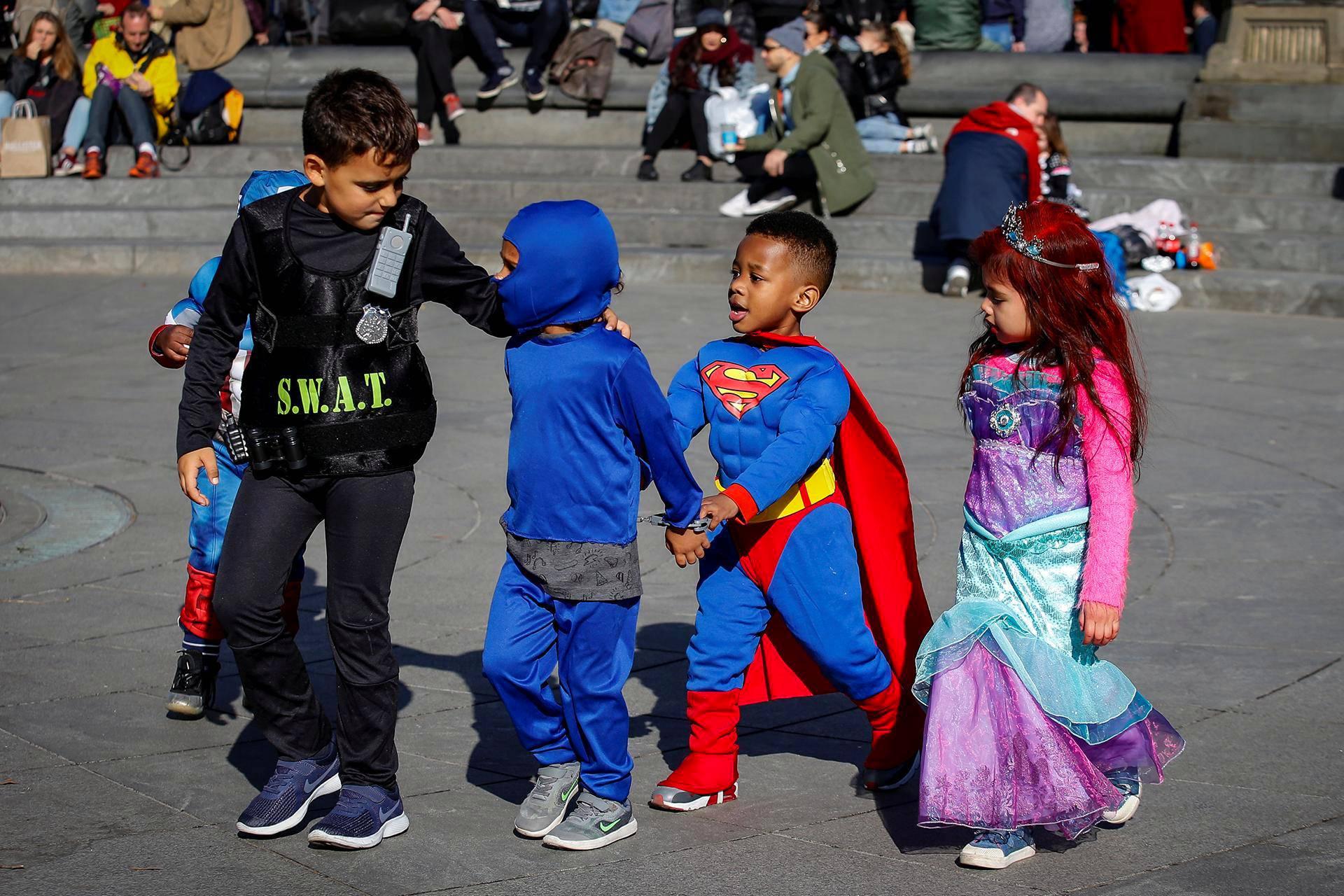 Lapsille järjestettiin halloween-paraati Washington Square Parkissa New Yorkissa.