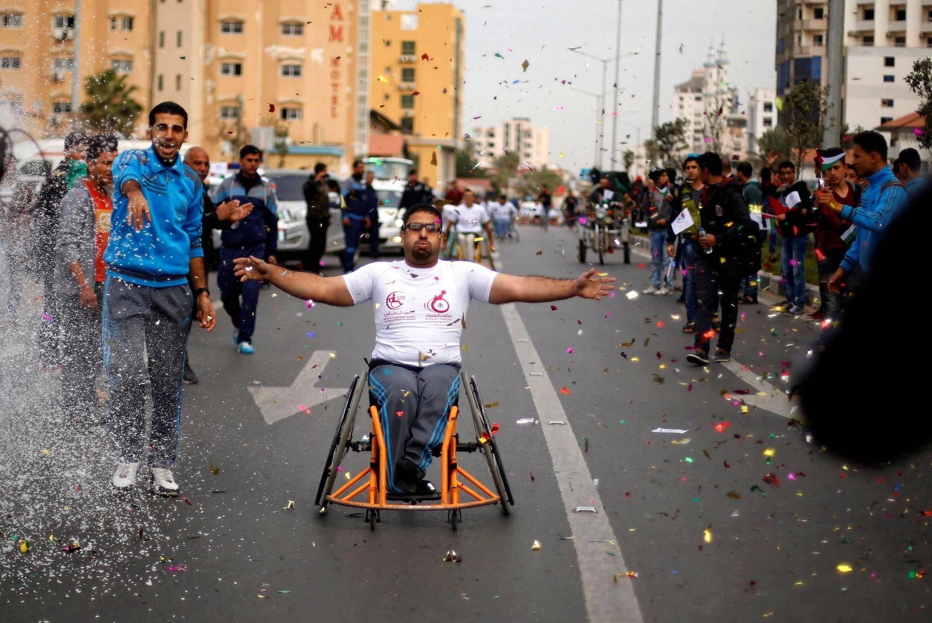 Palestiinalaisten hallinnassa olevassa Gaza Cityssä järjestettiin tiistaina pyörätuolikilpailut.