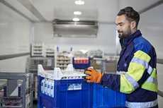 Tällä hetkellä Valion kotimaan pakkauksista lähes 70 prosenttia on kokonaan kasvipohjaisia ja muovistakin reilusti yli viidennes kasvipohjaisista materiaaleista valmistettua.
