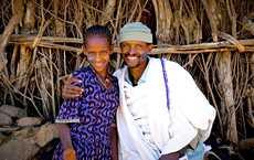 Yekaba keskusteli isänsä Destan kanssa tulevaisuudestaan. Hän halusi jatkaa koulussa.