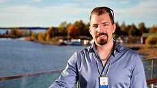 Jurvalainen Lassi Niemistö työskentelee ohjelmistoyritys Wapicen teknologiayksikön päällikkönä. Työpäivät monikulttuurisessa yhteisössä ovat vaihtelevia.