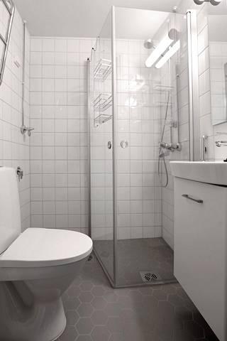 Useimpia kylpyhuoneita perusparannuksessa suurennettiin hieman.