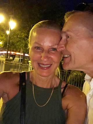 Lena Smeds-Furu ja Peter Furu lomakuvassa.