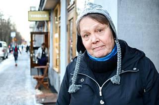Historiantutkija, kirjailija Elina Sana kävi Munkkiniemen puistotiellä tammikuussa 2019.
