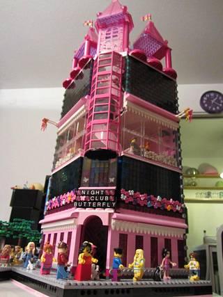 """Ville Vanhatalon rakentama suuri """"Nightclub Butterfly"""" -Lego-talo."""