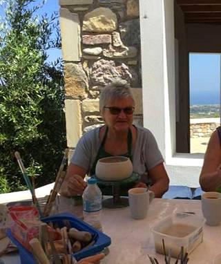 Eeva Mantere-Triantafillou kotonaan Kreikan Kosilla.