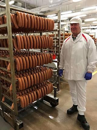 Keijo Hietakangas työpaikallaan  HKScanin tehtaalla Vantaan  Pakkalassa.