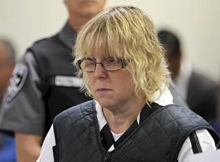 Vankilatyöntekijä Joyce Mitchell on myöntänyt läheisen kanssakäymisen vankilasta karanneen miehen kanssa.