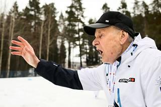 Immo Kuutsa kirittää Iivo Niskasta MM-kultaan Lahdessa 2017.