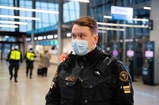 Sataman rajatarkastusyksikön päällikkö Joona Castrèn.