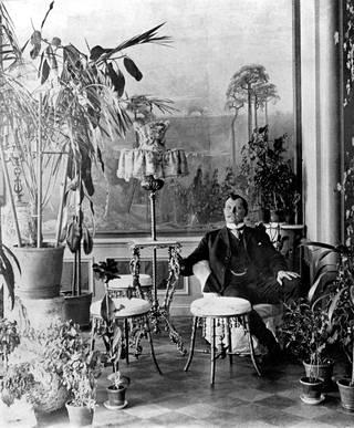 Liikemies ja maanviljelysneuvos Alfred Kordelin (1868–1917) oli aikanaan Suomen rikkain ihminen. Hänen nimeään kantava säätiö perustettiin vuonna 1918.
