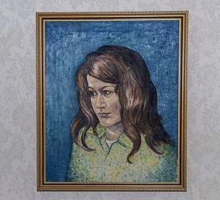 Maalaus Catharina Zühlken äidistä koristaa olohuoneen seinää.
