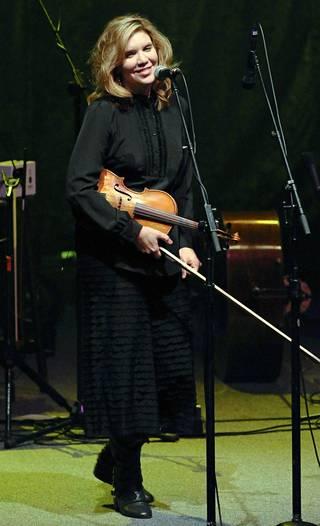 Alison Krauss & Union Station esiintyi Finlandia-talossa vuonna 2012. Yhtye oli mukana Keinuva talo -sarjan avausosassa, joka on edelleen kuunneltavissa Yle Areenassa.