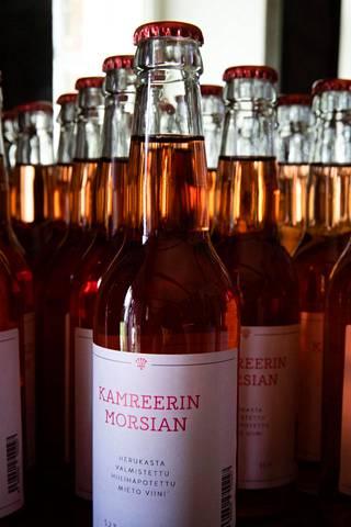 Alkoholijuomien nimistö on säädelty tarkoin. Hiilihapotettua laimennettua viiniä ei saanut Eila Rönnin mukaan kutsua muuksi kuin hiilihapotetuksi miedoksi viiniksi. Yleensä juomatyyppi kulkee nimellä spritzer.