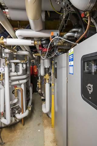 Yhden talon  tekniikkatilassa tehtiin ahtamis ennätys, sillä sinne saatiin  asennettua  kolmen talon lämmitys järjestelmät.