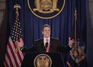 Andrew Cuomo astui virkaansa New Yorkin osavaltion kuvernöörinä 1. tammikuuta 2011 Albanyn kaupungissa.