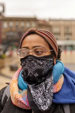 Lontoolainen Makda Hiskyas lähti heti maanantaina ostamaan vaatteita tyttärelleen ja veljensä perheelle.