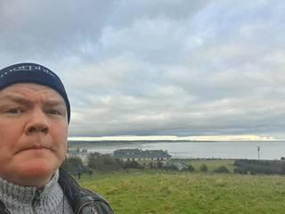 Kirjailija Markus Ahonen asuu Irlannissa lähellä Dublinia.