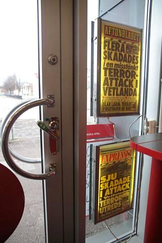 Ruotsin iltapäivälehdet kertoivat veritöistä, jotka alkoivat tästä Pressbyrån-kioskista.