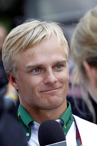 Takavuosien F1-kuski Heikki Kovalainen ajaa Japanin Super GT -sarjassa kolmatta kauttaan.