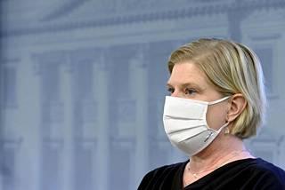 THL:n johtava asiantuntija Mia Kontio Astra Zenecan rokotetta koskevassa tiedotustilaisuudessa Helsingissä 14. huhtikuuta 2021.