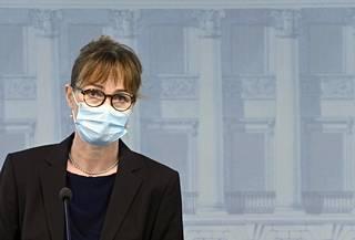 Fimean ylilääkäri Maija Kaukonen Astra Zenecan rokotetta koskevassa tiedotustilaisuudessa Helsingissä 14. huhtikuuta 2021.